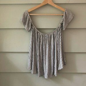 Aran's Den Black and White Striped Blouse Stretchy